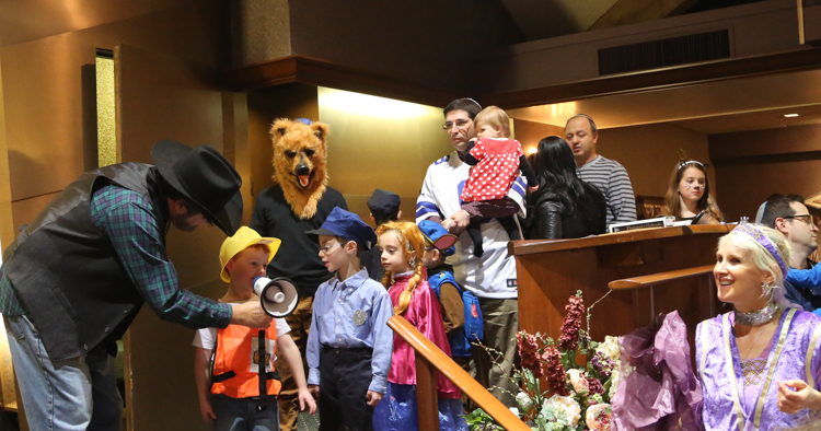 http://www.tbsfl.org/images/Purim2016/Rabbi,Debbie,kids-goodone.jpg